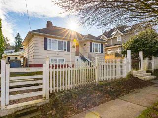 """Photo 4: 4530 BELMONT Avenue in Vancouver: Point Grey House for sale in """"Point Grey"""" (Vancouver West)  : MLS®# R2440130"""