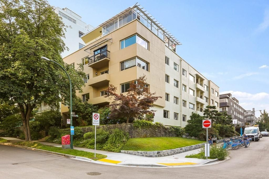 """Main Photo: 201 1972 ROBSON Street in Vancouver: West End VW Condo for sale in """"1972 ROBSON LTD"""" (Vancouver West)  : MLS®# R2616626"""