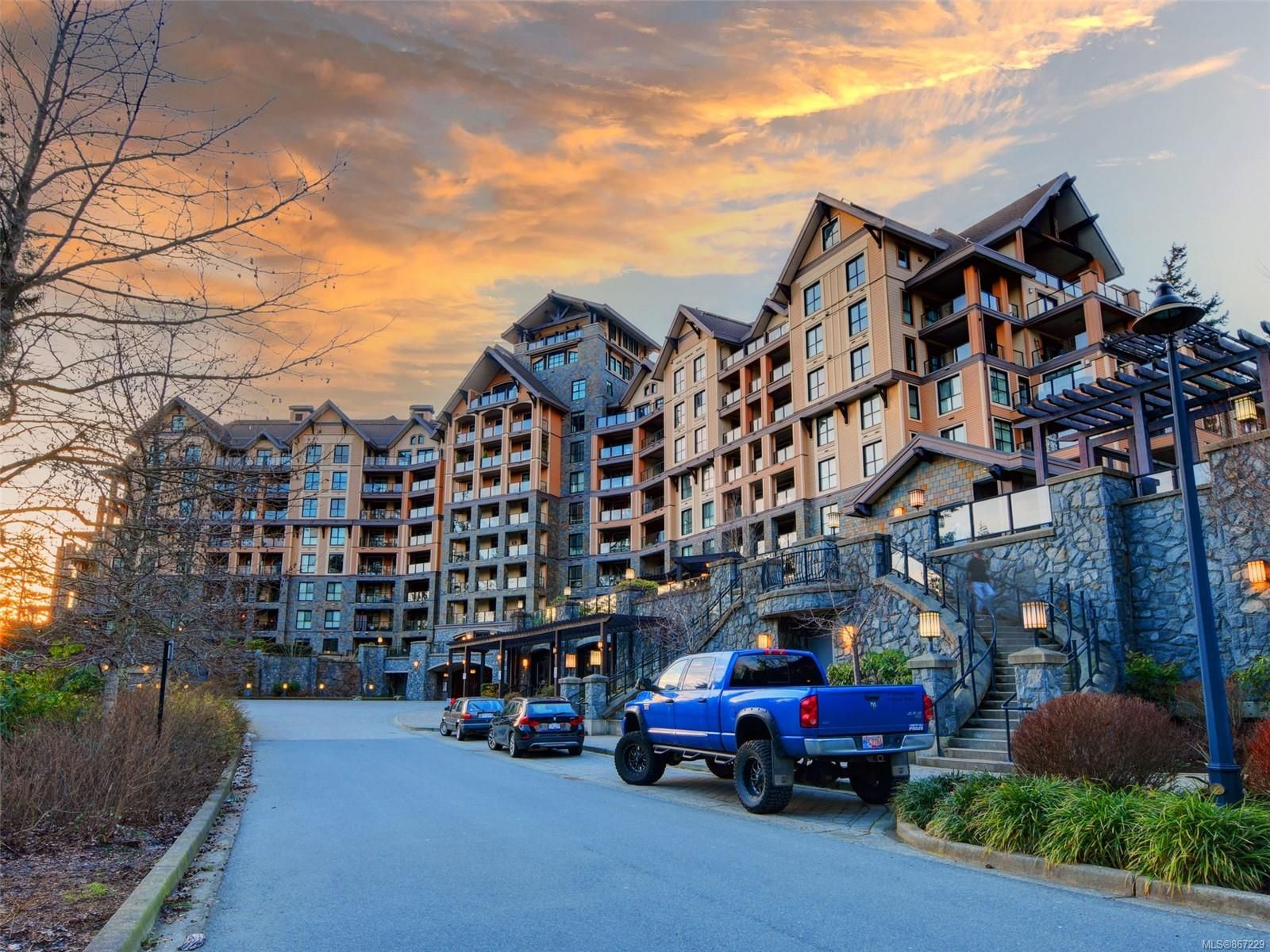 Main Photo: 721 1400 Lynburne Pl in : La Bear Mountain Condo for sale (Langford)  : MLS®# 867229