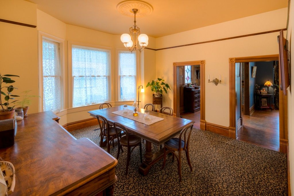 """Photo 5: Photos: 214 FOURTH Avenue in New Westminster: Queens Park House for sale in """"QUEENS PARK"""" : MLS®# R2136258"""