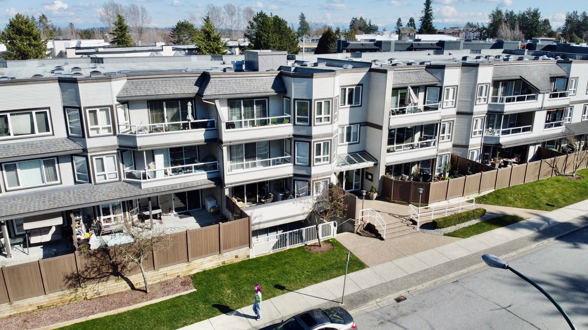 """Main Photo: 312 1840 E SOUTHMERE Crescent in Surrey: Sunnyside Park Surrey Condo for sale in """"SOUTHMERE MEWS WEST"""" (South Surrey White Rock)  : MLS®# R2443327"""