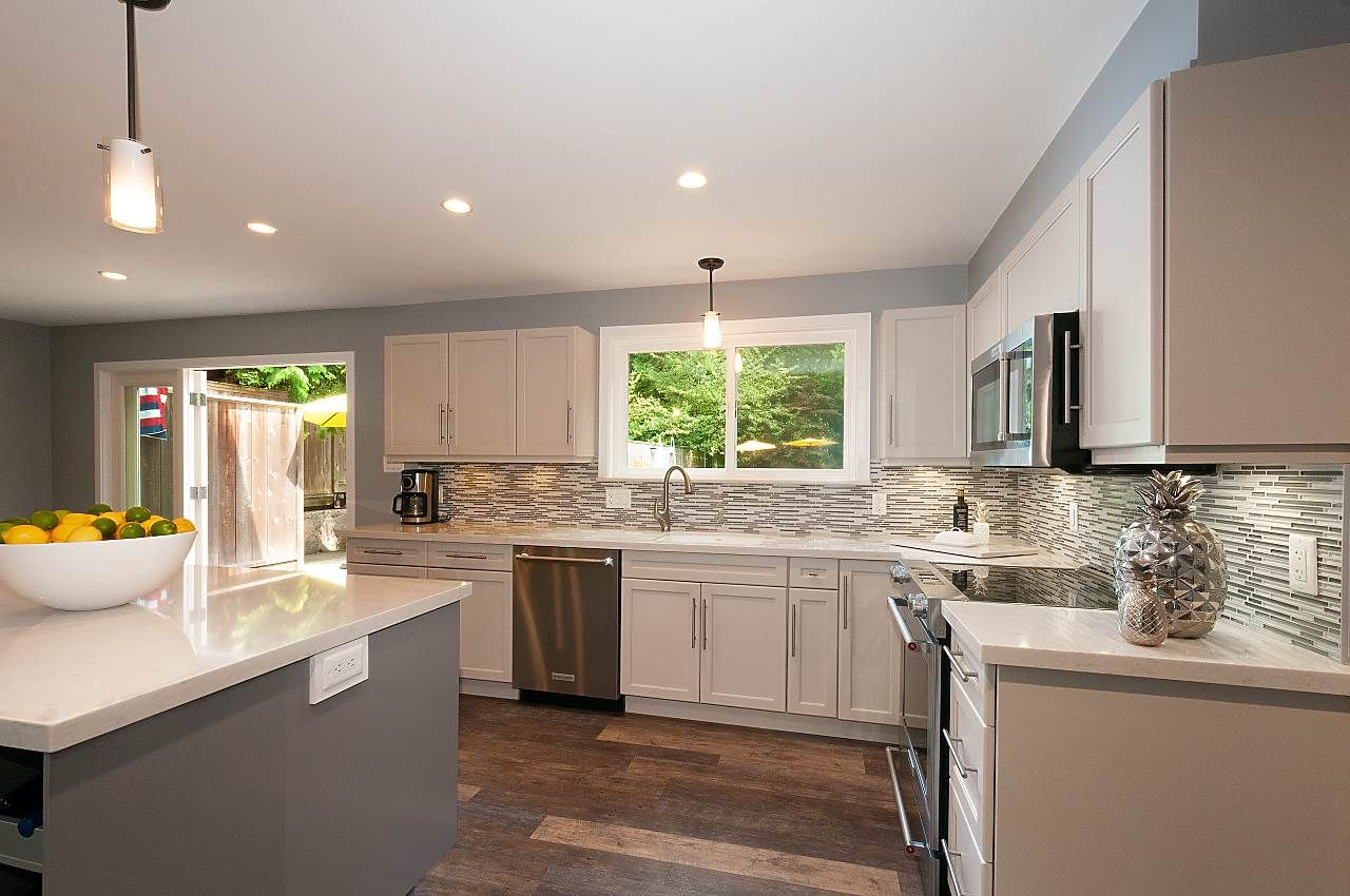 Photo 8: Photos: 4360 NOTTINGHAM ROAD in North Vancouver: Lynn Valley House for sale : MLS®# R2394443