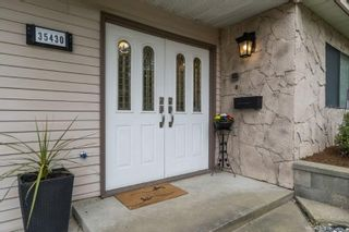 """Photo 2: 35430 ROCKWELL Drive in Abbotsford: Abbotsford East House for sale in """"east abbotsford"""" : MLS®# R2468374"""