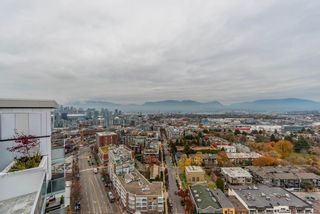 """Photo 8: 2303 285 E 10TH Avenue in Vancouver: Mount Pleasant VE Condo for sale in """"The Independent"""" (Vancouver East)  : MLS®# R2418764"""