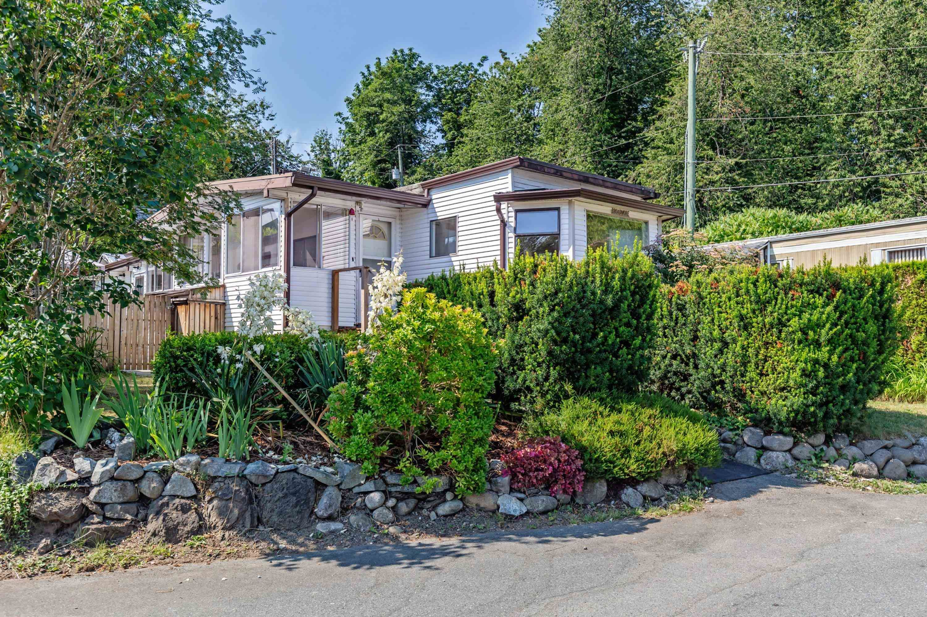"""Main Photo: 52 9950 WILSON Road in Mission: Stave Falls Manufactured Home for sale in """"Ruskin Park"""" : MLS®# R2618566"""