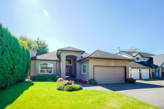 Photo 1: 20364 92A Avenue in Langley: Walnut Grove House for sale : MLS®# R2493533