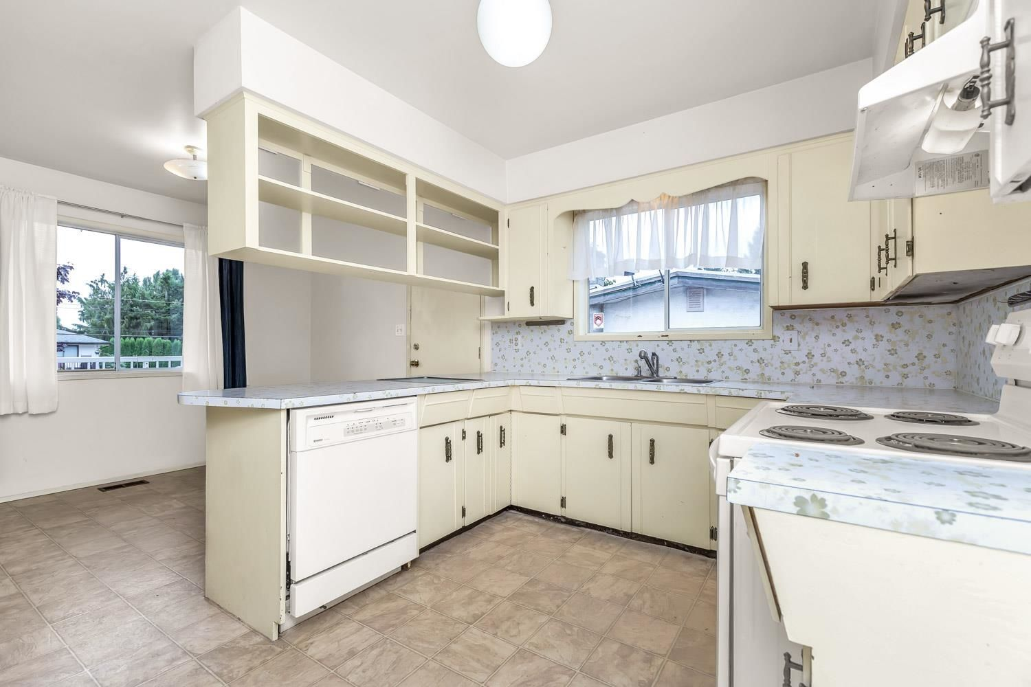 Photo 5: Photos: 2614 VALEMONT Crescent in Abbotsford: Abbotsford West House for sale : MLS®# R2611366