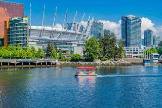 """Photo 32: 1702 1708 COLUMBIA Street in Vancouver: Mount Pleasant VW Condo for sale in """"Wall Centre False Creek"""" (Vancouver West)  : MLS®# R2580995"""