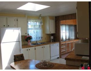 """Photo 4: 99 15875 20TH Avenue in Surrey: King George Corridor Manufactured Home for sale in """"Searidge Bays"""" (South Surrey White Rock)  : MLS®# F2820551"""
