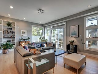 Photo 3: 453 Regency Pl in Colwood: Co Royal Bay House for sale : MLS®# 831032