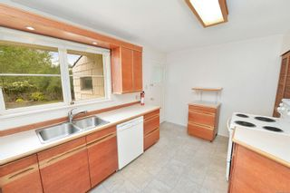 Photo 8: 1732 AMPHION St in : Vi Jubilee House for sale (Victoria)  : MLS®# 877560