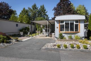 "Photo 2: 71 7850 KING GEORGE Boulevard in Surrey: East Newton Manufactured Home for sale in ""Bear Creek Glen"" : MLS®# R2614023"