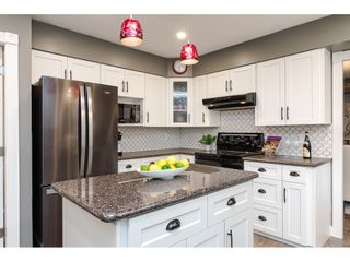 """Photo 7: 18677 61A Avenue in Surrey: Cloverdale BC House for sale in """"EAGLECREST"""" (Cloverdale)  : MLS®# R2426392"""