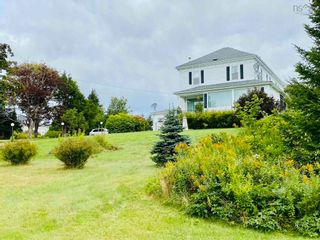 Photo 1: 8 Dufferin Mines Road in Port Dufferin: 35-Halifax County East Residential for sale (Halifax-Dartmouth)  : MLS®# 202122906