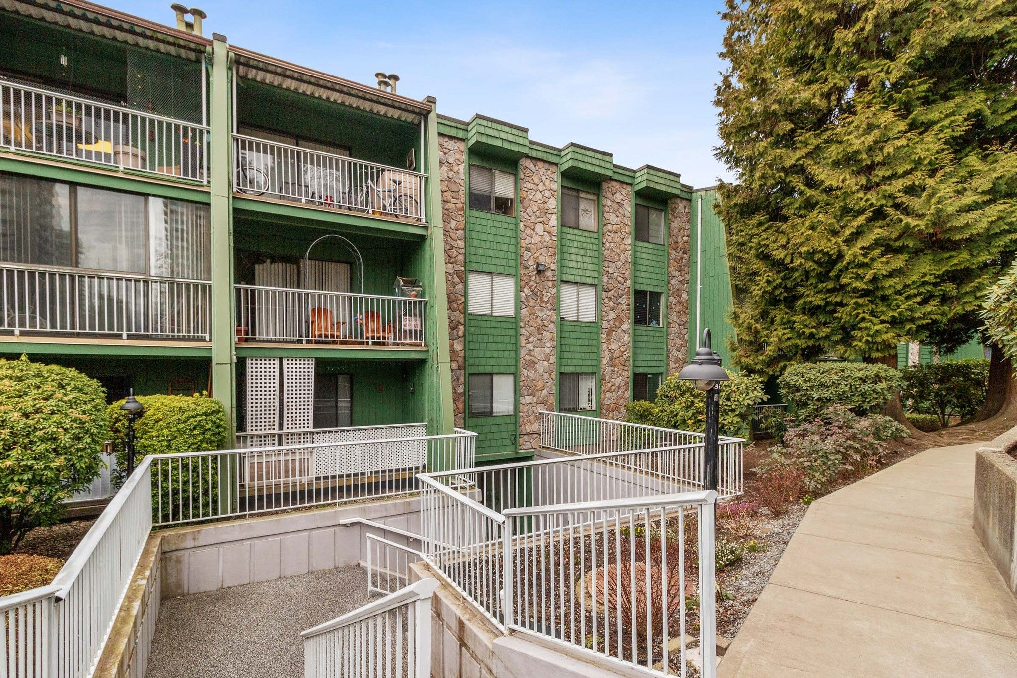 Main Photo: 102 3901 CARRIGAN Court in Burnaby: Government Road Condo for sale (Burnaby North)  : MLS®# R2547822