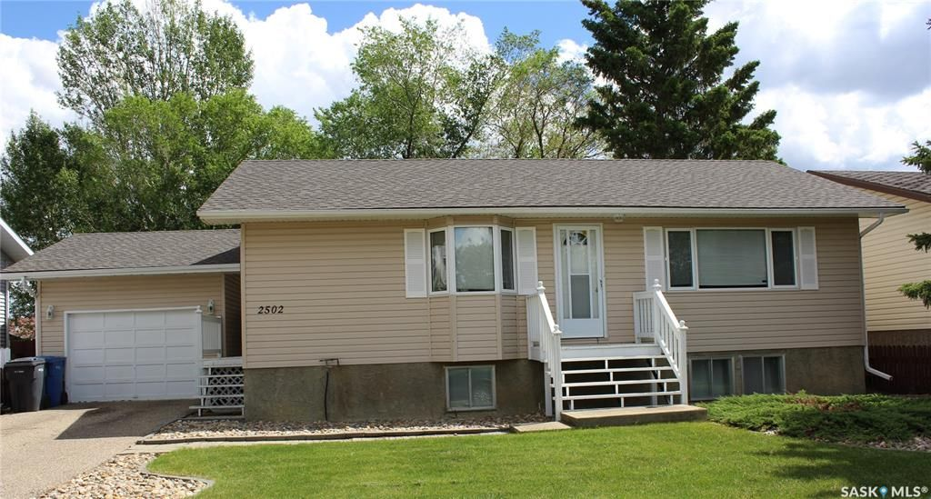 Main Photo: 2502 Ross Crescent in North Battleford: Fairview Heights Residential for sale : MLS®# SK858855