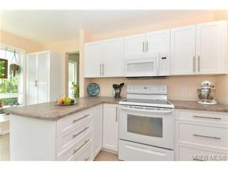Photo 8: 204 1801 Fern St in VICTORIA: Vi Jubilee Condo for sale (Victoria)  : MLS®# 740827