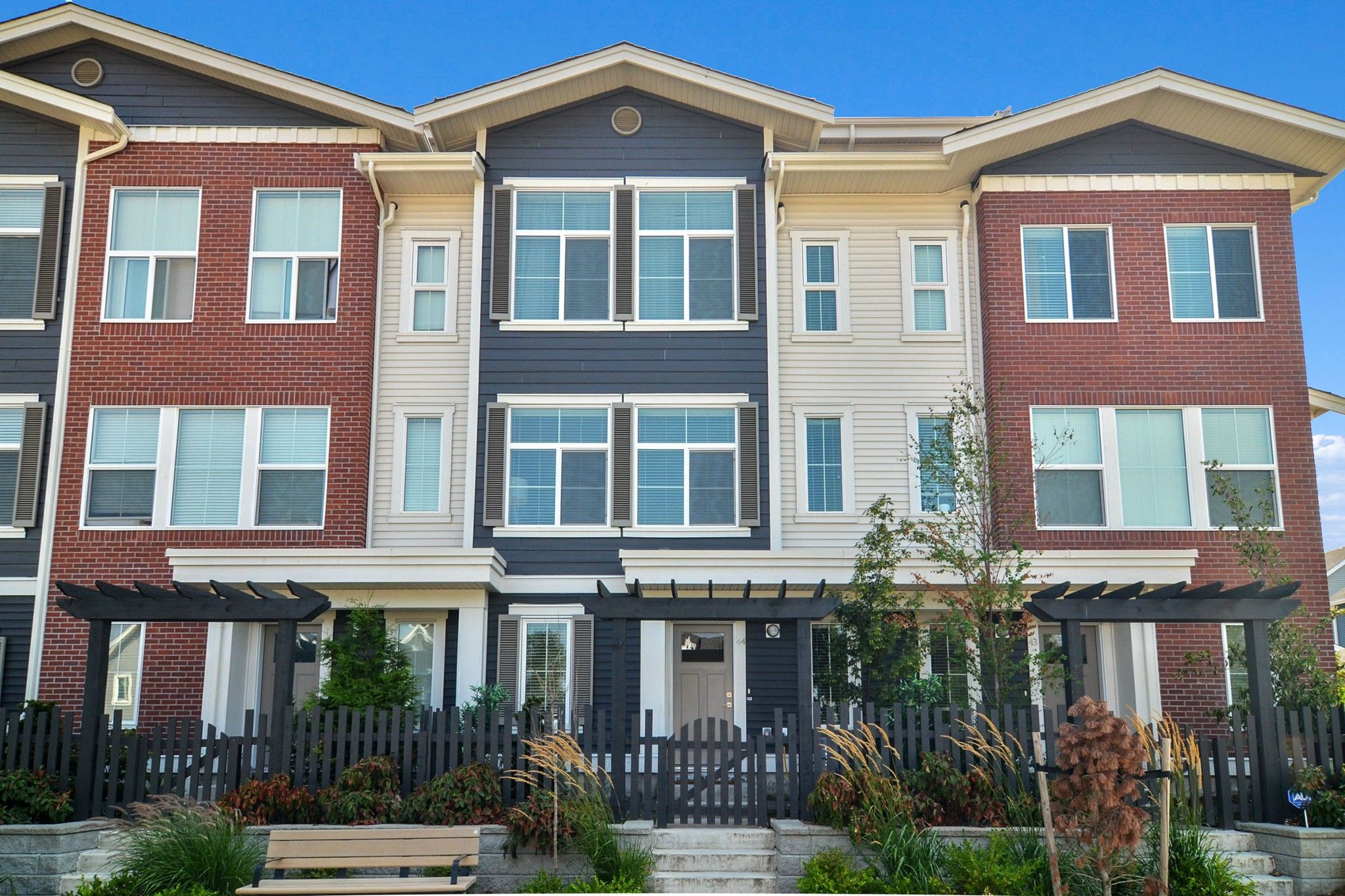 """Main Photo: 44 8371 202B Street in Langley: Willoughby Heights Townhouse for sale in """"Kensington Lofts"""" : MLS®# R2606298"""