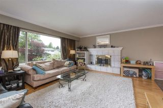 Photo 2: 1156 FRASER Avenue in Port Coquitlam: Birchland Manor House for sale : MLS®# R2573405