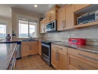 """Photo 7: 93 8590 SUNRISE Drive in Chilliwack: Chilliwack Mountain Townhouse for sale in """"MAPLE HILLS"""" : MLS®# R2284999"""