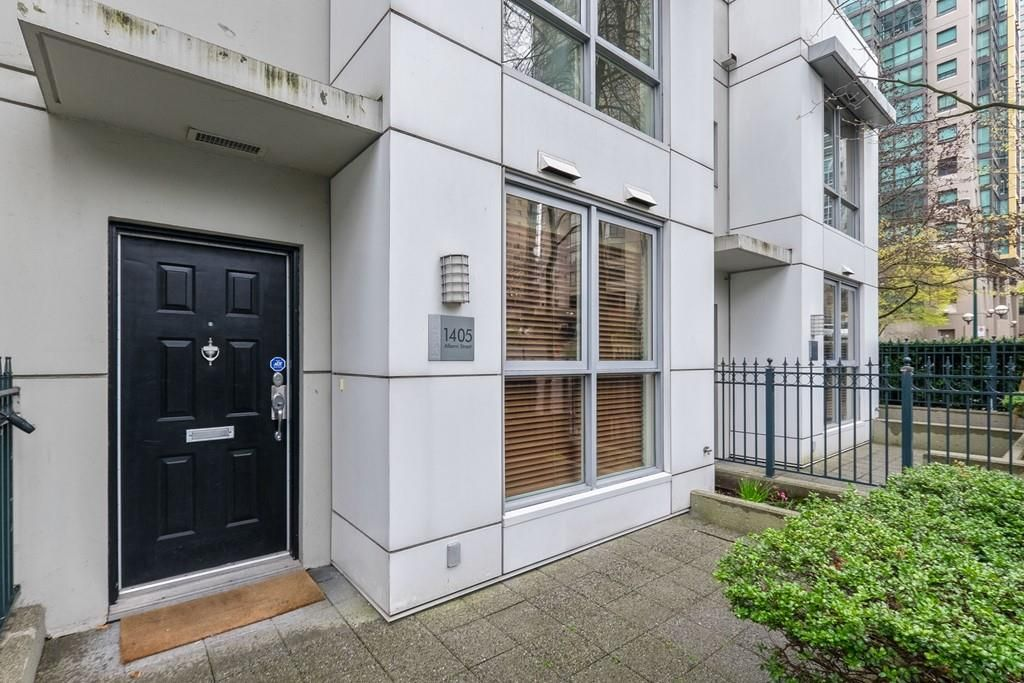 """Main Photo: 1405 ALBERNI Street in Vancouver: West End VW Townhouse for sale in """"The George"""" (Vancouver West)  : MLS®# R2565933"""