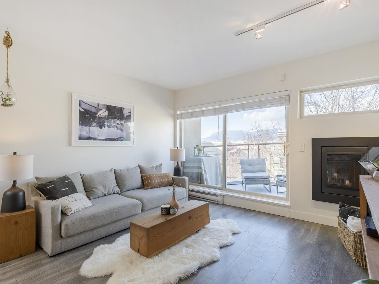 """Main Photo: 209 1195 W 8TH Avenue in Vancouver: Fairview VW Townhouse for sale in """"ALDER COURT"""" (Vancouver West)  : MLS®# R2560654"""