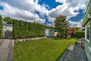 Photo 2: 3749 CARSON Street in Burnaby: Suncrest House for sale (Burnaby South)  : MLS®# R2460920