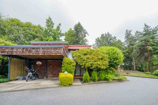 "Photo 2: 4290 BRIDGEWATER Crescent in Burnaby: Cariboo Townhouse for sale in ""VILLAGE DEL PONTE"" (Burnaby North)  : MLS®# R2484884"