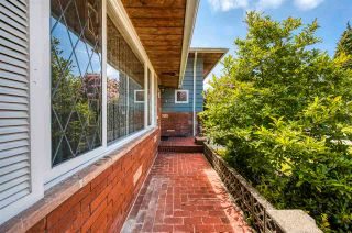 Photo 3: 4486 LIONS Avenue in North Vancouver: Canyon Heights NV House for sale : MLS®# R2591292