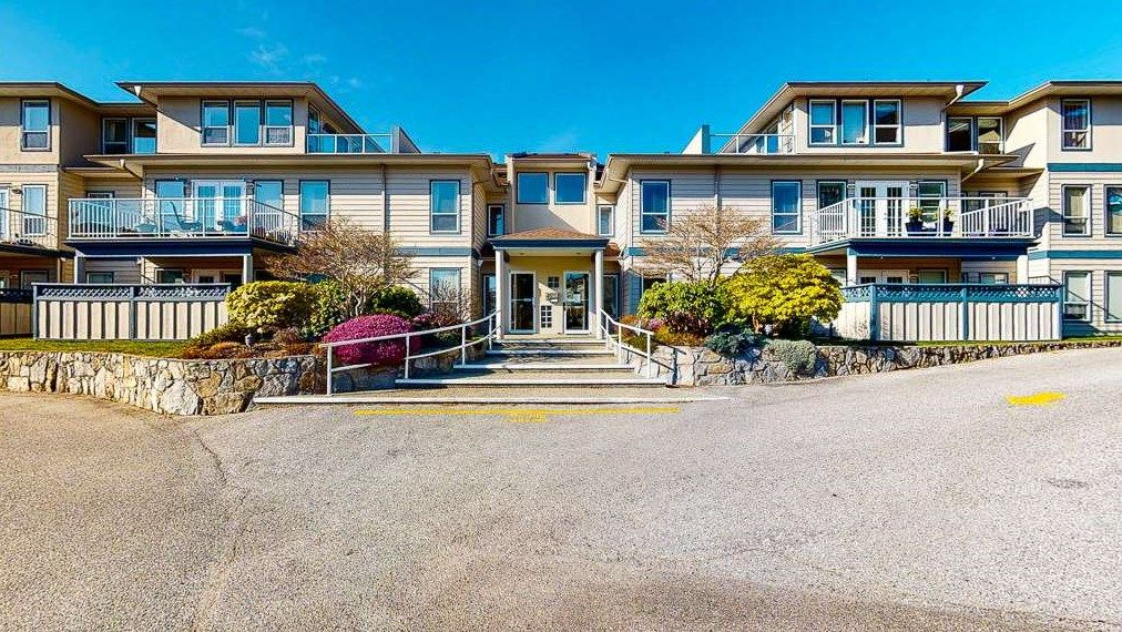 "Main Photo: 302 5768 MARINE Way in Sechelt: Sechelt District Condo for sale in ""CYPRESS RIDGE"" (Sunshine Coast)  : MLS®# R2552982"