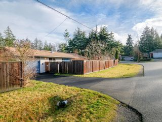 Photo 1: 2230 Neil Dr in : Na South Jingle Pot House for sale (Nanaimo)  : MLS®# 862904
