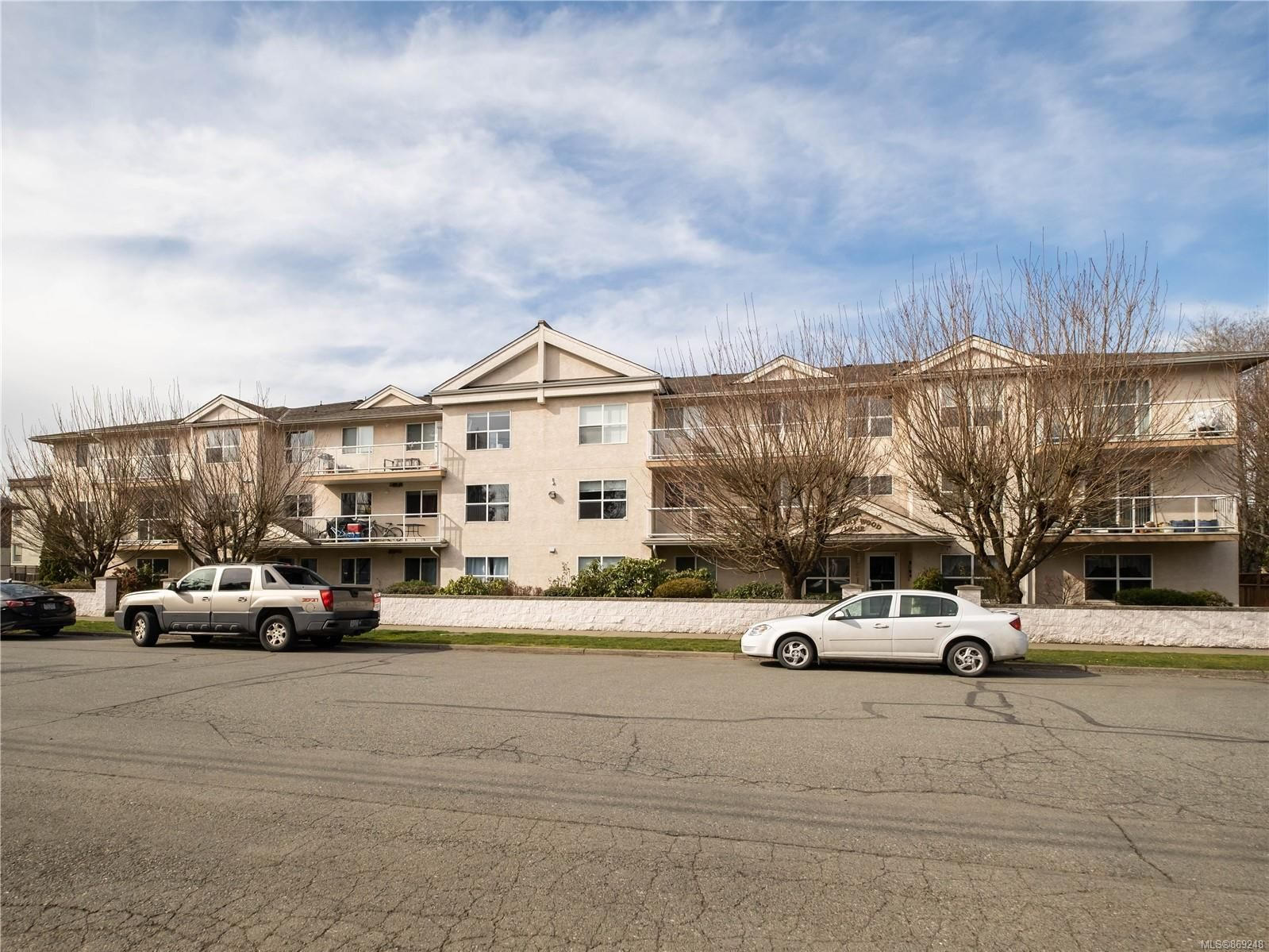 Main Photo: 209 321 McKinstry Rd in : Du West Duncan Condo for sale (Duncan)  : MLS®# 869248