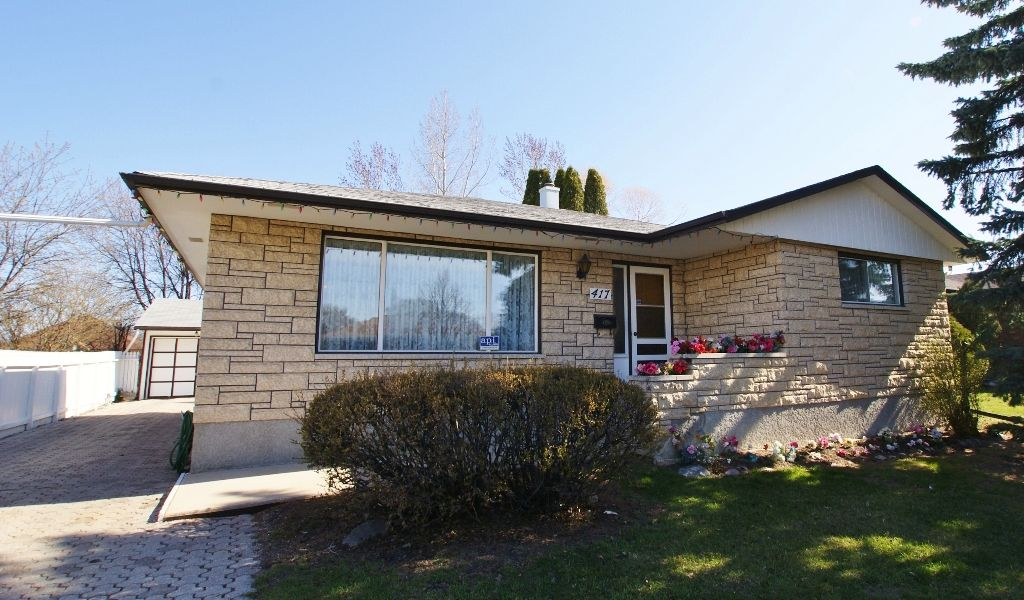 Main Photo: 417 Paufeld Drive in Winnipeg: North Kildonan Residential for sale (North East Winnipeg)  : MLS®# 1206567