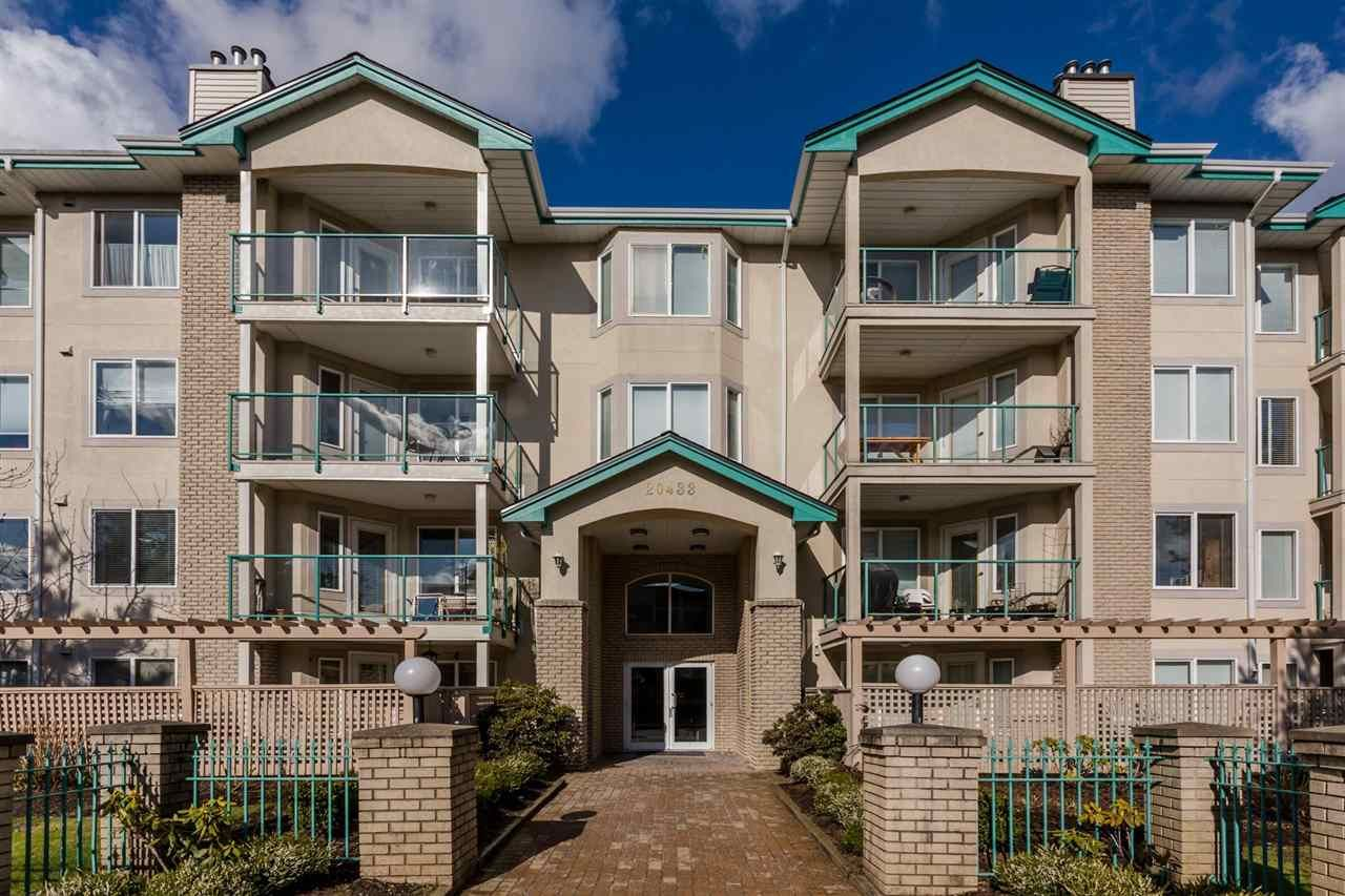 """Main Photo: 108 20433 53 Avenue in Langley: Langley City Condo for sale in """"COUNTRYSIDE ESTATES"""" : MLS®# R2141643"""