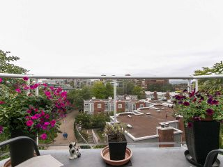 """Photo 3: 502 1508 MARINER Walk in Vancouver: False Creek Condo for sale in """"Mariner Point"""" (Vancouver West)  : MLS®# R2559474"""