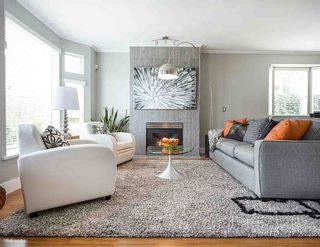 """Photo 1: 1 233 E 6TH Street in North Vancouver: Lower Lonsdale Townhouse for sale in """"ST ANDREWS HOUSE"""" : MLS®# R2023614"""