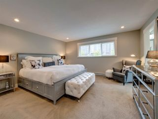 """Photo 11: 5533 PEREGRINE Crescent in Sechelt: Sechelt District House for sale in """"Silverstone Heights"""" (Sunshine Coast)  : MLS®# R2397737"""