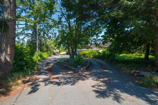 Photo 2: 1070 McTavish Rd in : NS Ardmore House for sale (North Saanich)  : MLS®# 879873
