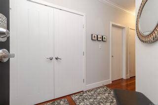 Photo 4: 302 9776 Fourth St in Sidney: Si Sidney South-East Condo for sale : MLS®# 878510