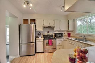 Photo 5: 50 19th Street East in Prince Albert: East Hill Residential for sale : MLS®# SK874088