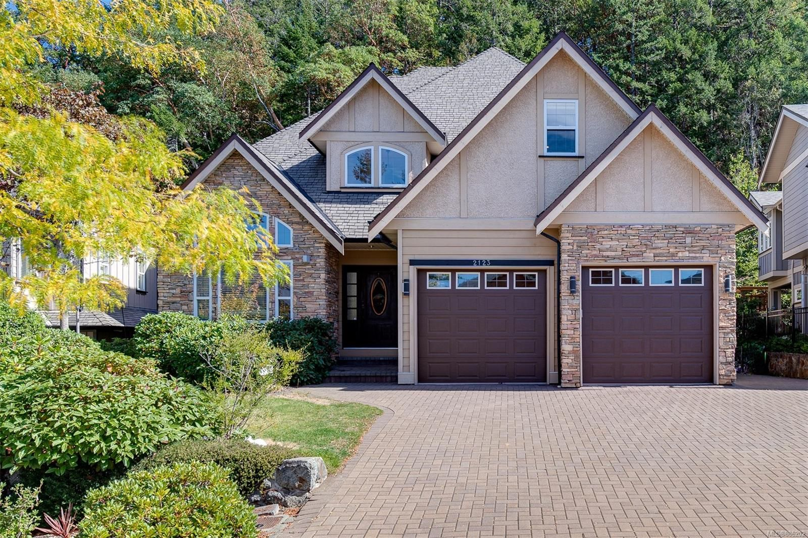 Main Photo: 2123 Nicklaus Dr in : La Bear Mountain House for sale (Langford)  : MLS®# 886202