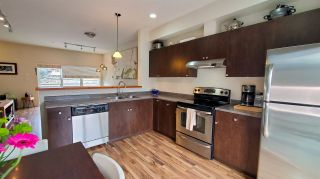 "Photo 3: 40166 GOVERNMENT Road in Squamish: Garibaldi Estates Townhouse for sale in ""The Phoenix"" : MLS®# R2548569"