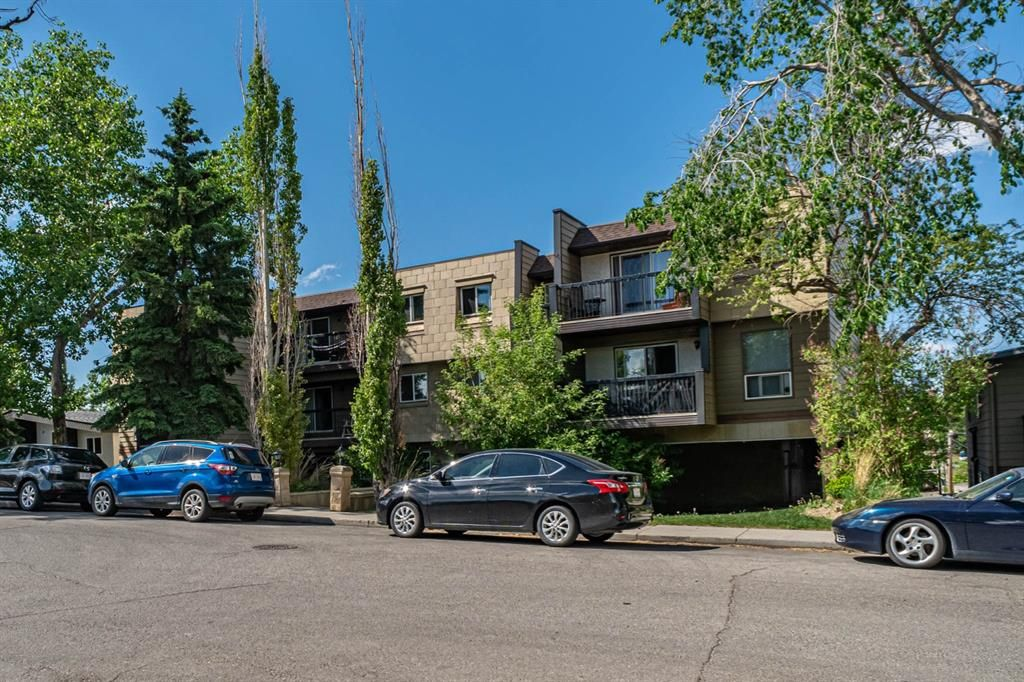 Main Photo: 205 60 38A Avenue SW in Calgary: Parkhill Apartment for sale : MLS®# A1119493