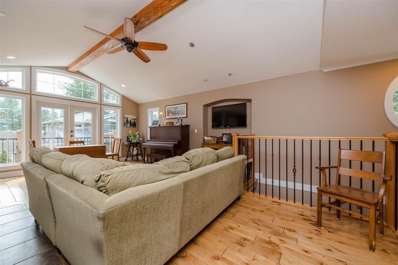 "Photo 7: Photos: 416 MAPLE Street: Cultus Lake House for sale in ""Cultus lake Park"" : MLS®# R2493541"