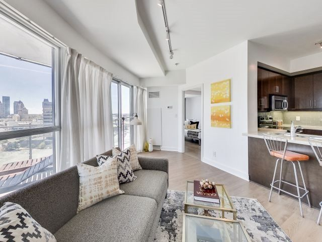 Photo 12: Photos: 1406 50 Absolute Avenue in Mississauga: City Centre Condo for sale : MLS®# W3804080