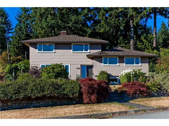 Main Photo: 540 HERMOSA Avenue in North Vancouver: Upper Delbrook House for sale : MLS®# V968883