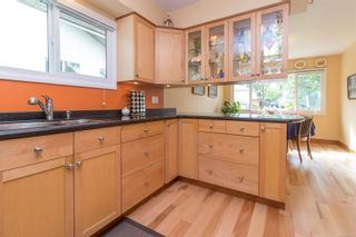 Photo 7: 2717 Roseberry Ave in : Vi Oaklands House for sale (Victoria)  : MLS®# 875406