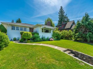 """Main Photo: 124 SEVENTH Avenue in New Westminster: GlenBrooke North House for sale in """"Glenbrooke North"""" : MLS®# R2594619"""