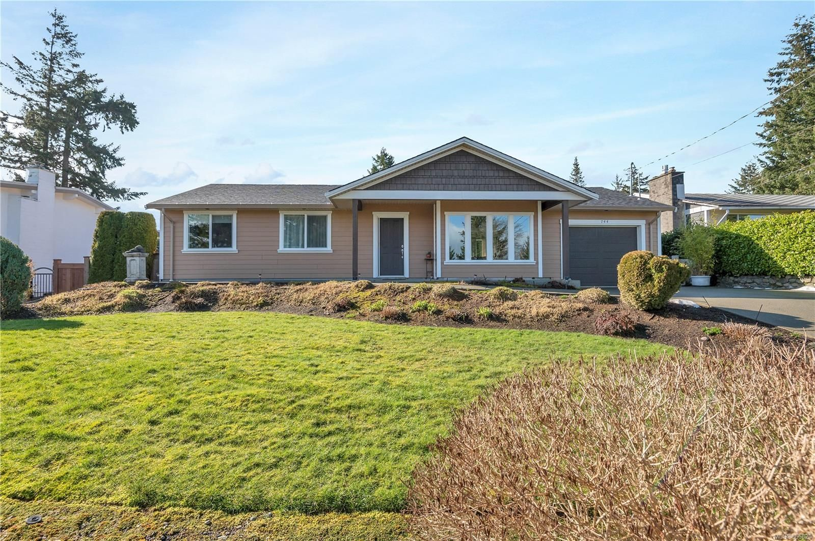 Main Photo: 744 Nancy Greene Dr in : CR Campbell River Central House for sale (Campbell River)  : MLS®# 866820