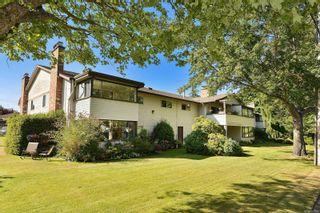 Photo 1: 401 3170 Irma St in Victoria: Vi Burnside Condo for sale : MLS®# 887922